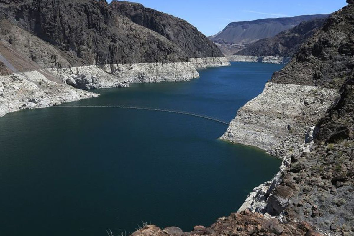 Bathtub rings around Lake Mead highlight declining water levels